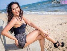 Sexy Pattaya Beach Ladyboy Helen