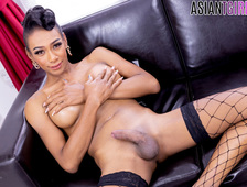 Pattaya Sexy Ladyboy Oil Plays With Her Cock