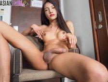 Sexy Hung Cock Bangkok Ladyboy Alice