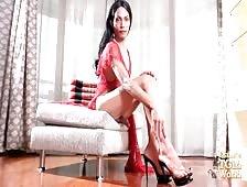 Bangkok Ladyboy Berry Natural Hottie