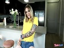 Nicole Cheshire Tgirls XXX Strip
