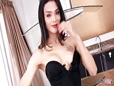 Leggy Sexy Pattaya Ladyboy Aris